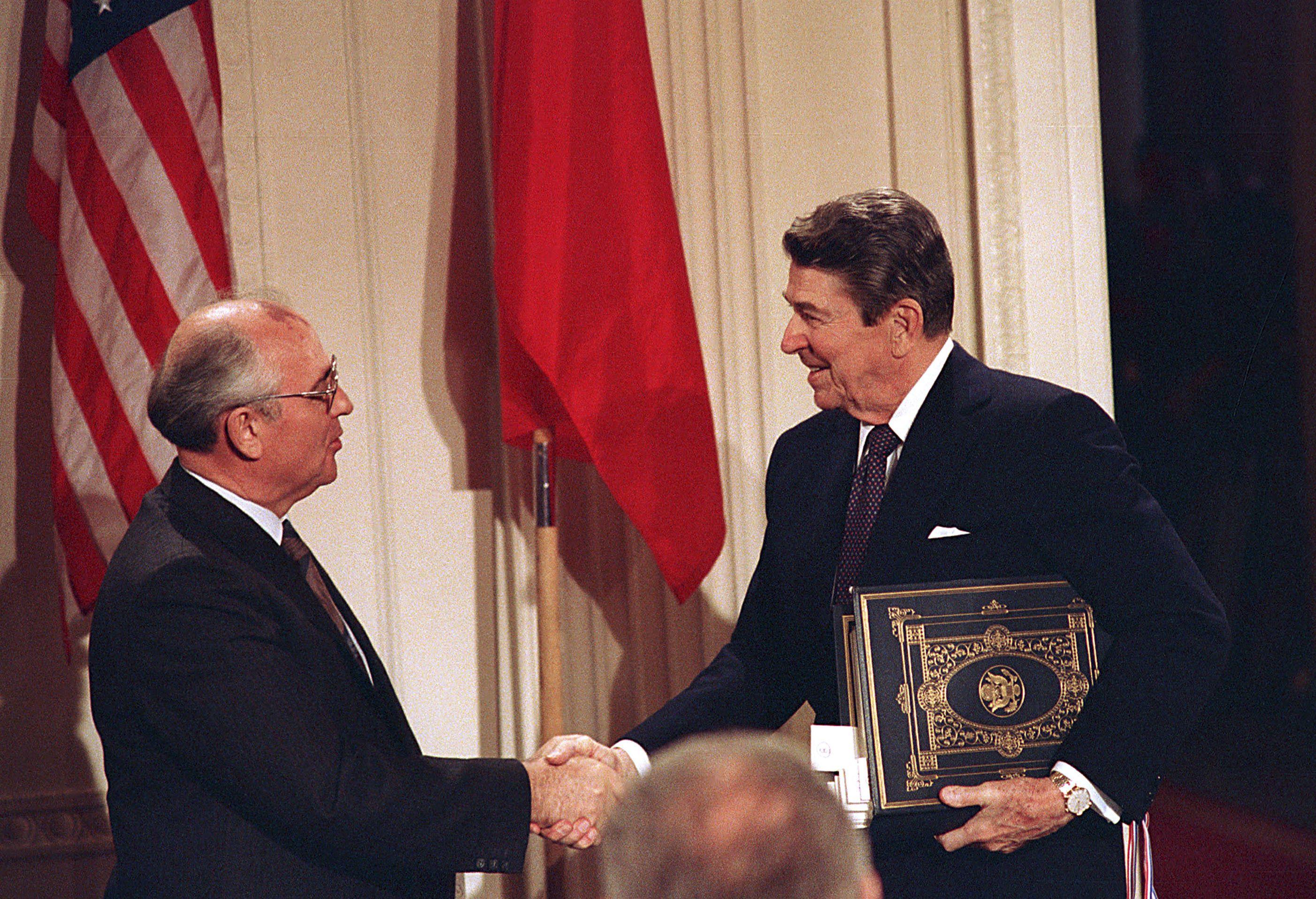 Горбачов і Рейган, ДРСМД, ракетний договір