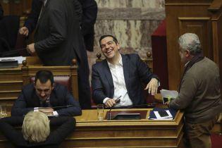 Кризис из-за нового названия Македонии: греческий парламент не смог выразить недоверие премьеру Ципрасу