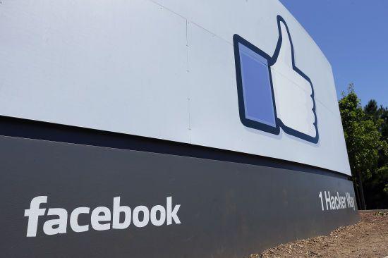 СБУ не прослуховувала Зеленського, масштабний збій у роботі Facebook. П'ять новин, які ви могли проспати