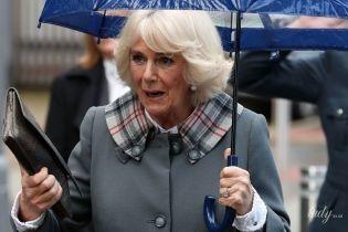 В сером пальто и с любимым клатчем: первый светский выход герцогини Корнуольской