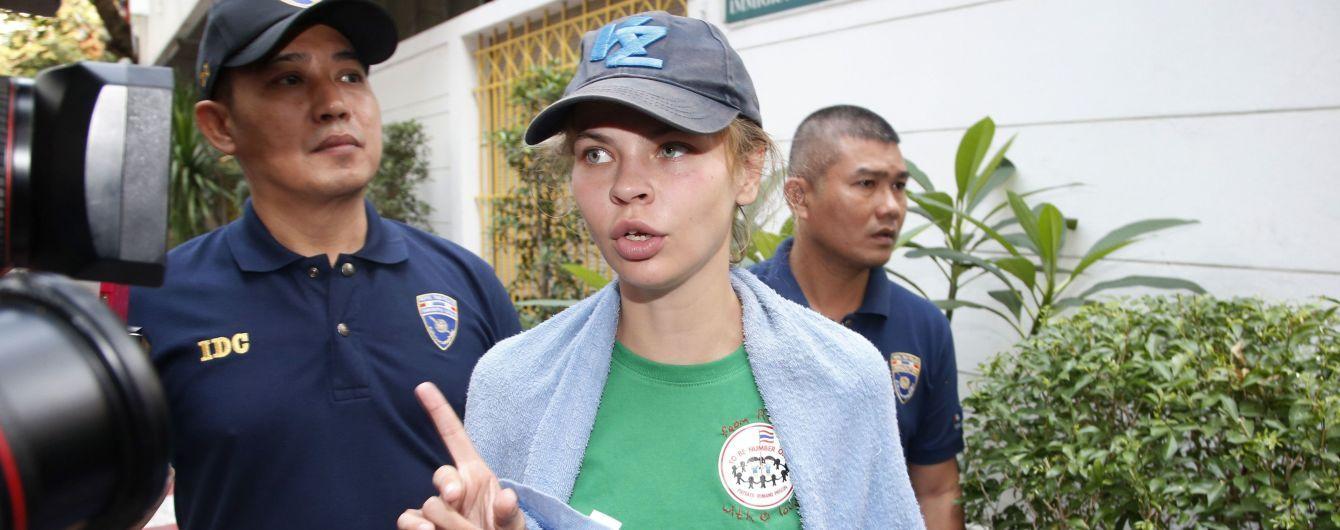 Скандальних Настю Рибку та Алекса Леслі депортували з Таїланду до Росії