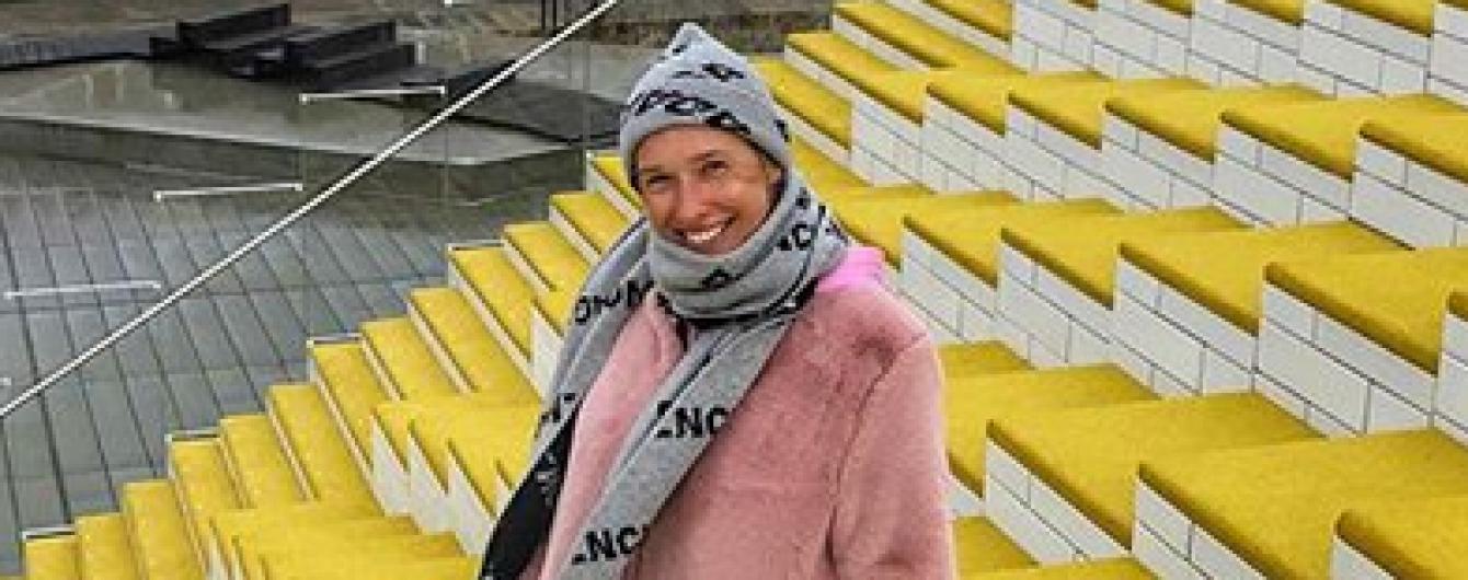 В розовой шубе и шапке: Катя Осадчая прогулялась по родине LEGO
