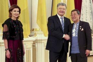 Битва образів Марини Порошенко: сукня з вишивкою vs перлова сукня