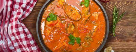 Дуже смачна риба в томатному соусі