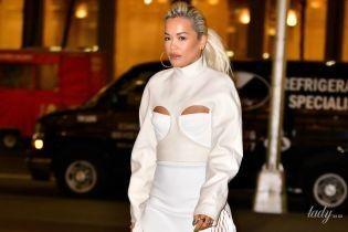 Интересное решение: Рита Ора вышла на улицу в наряде с вырезами на груди