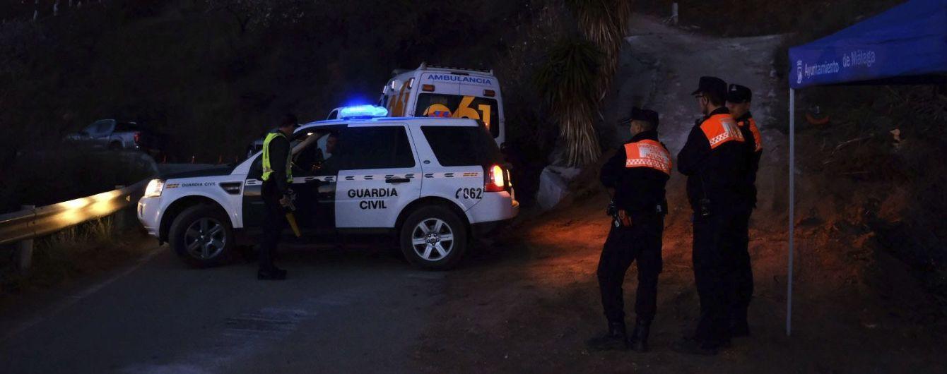 В Испании всем миром пытаются спасти двухлетнего мальчика, который провалился в 100-метровую шахту