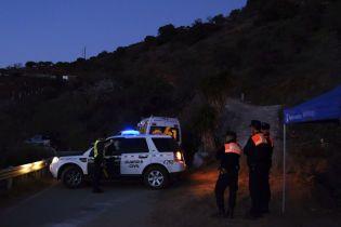 В Іспанії усім світом намагаються врятувати дворічного хлопчика, який провалився у 100-метрову шахту