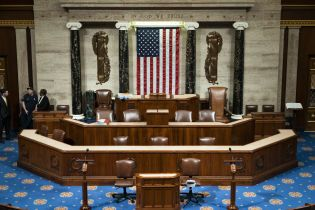 Американская палата представителей не поддержала ослабление санкций против трех компаний, которые связаны Дерипаской