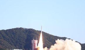 Японія запустила у космос ракету з 13 супутниками