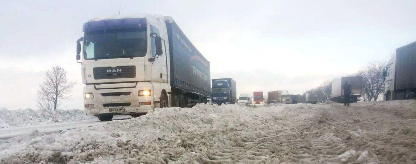 В Украину пришел циклон: на дорогах в нескольких областях осложнено движение транспорта
