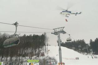 У Чехії на підйомнику застрягли більше 70 людей. Їх рятували вертольотом