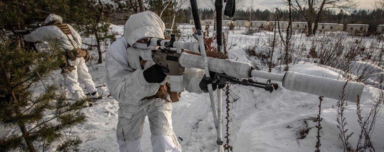 Возле Марьинки снайпер боевиков обстрелял украинские позиции и повредил камеру наблюдения