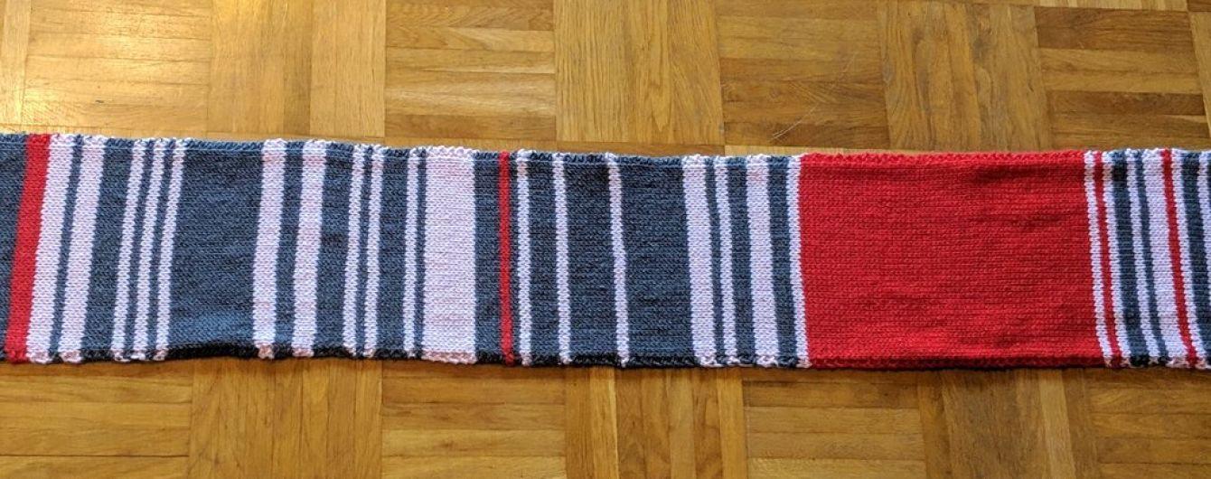 Німкеня в'язала шарф за кожного запізнення мюнхенського потяга. Його продали за 7,5 тисячі євро