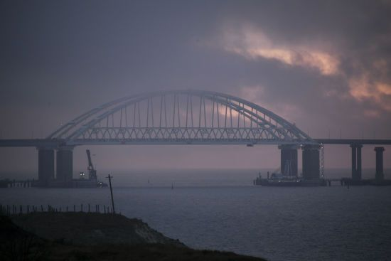 Російські військові човни демонстративно наближаються до українських берегів – ДПСУ