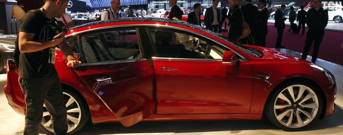 У Tesla звільняють співробітників, щоб збити ціну Model 3