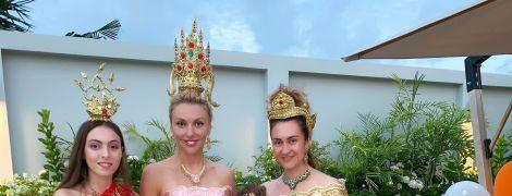 С короной на голове и цитируя Толстого: как Оля Полякова 35-летие праздновала