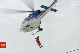 У Чехії лижників, що застрягли на підйомнику, рятували гелікоптером