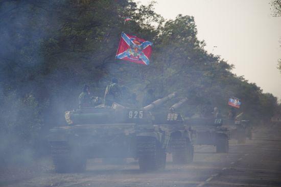 Російські окупанти стягують танки до околиць Донецька