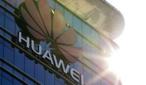 Дело Huawei: Пекин отказался от встречи глав МИД Китая и Чехии