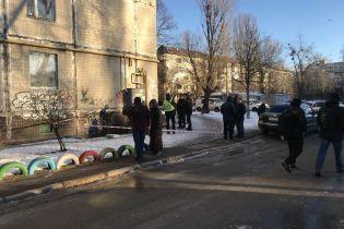 В Киеве возле одной из многоэтажек нашли труп