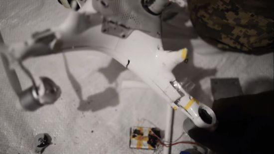 Українські військові на Донбасі збили дрон бойовиків, який був оснащений вибухівкою