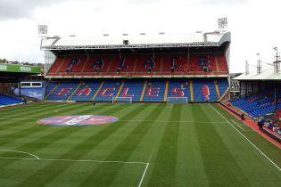 Англійський клуб влаштував на своєму стадіоні притулок для безхатьків