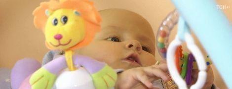 Допомоги потребує маленька Злата, яка від народження приречена боротися за життя