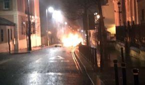 У Північній Ірландії поліція шукає вибухівку в автомобілі. Місцевих евакуюють