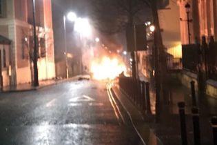 В Северной Ирландии полиция ищет взрывчатку в автомобиле. Местных эвакуируют