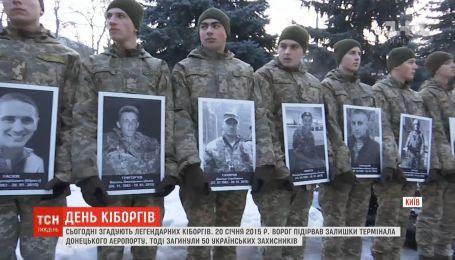 """Упал бетон, а не воины: в Украине вспоминают легендарных """"киборгов"""""""