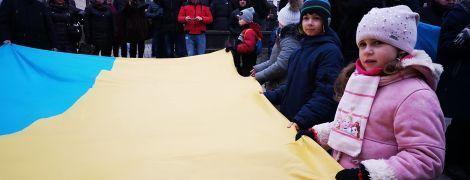 """В Праге украинцы образовали большую """"живую цепь единства"""" ко Дню соборности Украины"""