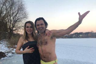 Сумская с Борисюком и Козловский показали, как ныряли в ледяную прорубь
