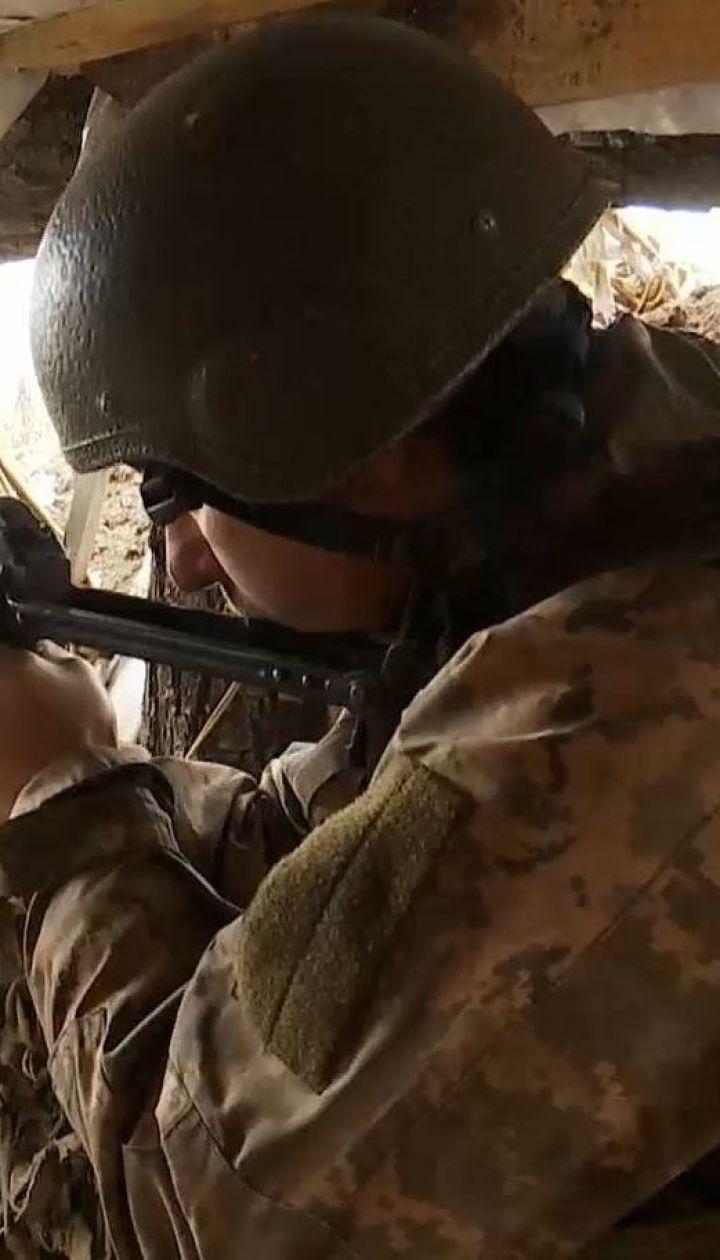 Боевики обстреливают позиции украинских военных вдоль всей линии фронта