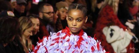 Вышивка, перья и яркие цвета: в Париже стартовала Неделя высокой моды