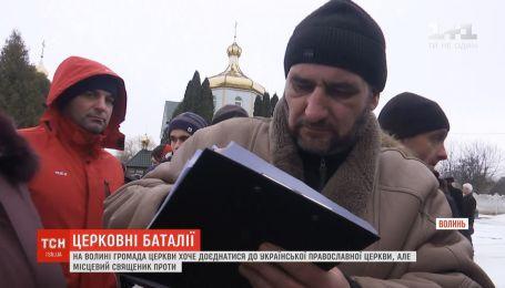 На Волыни община хочет присоединиться к ПЦУ, но местный священник против