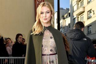 В прозрачном платье с вышивкой: Карли Клосс на модном показе Dior