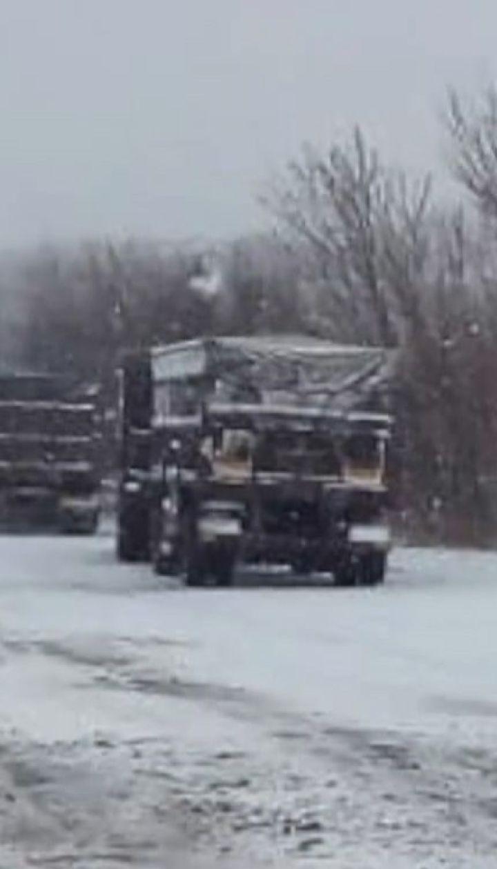 От снегопадов и гололеда на дорогах страдают несколько областей Украины