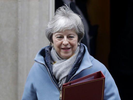 Мей продовжить переговори з Юнкером про Brexit