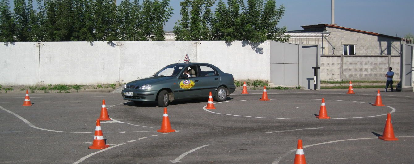 В Україні офіційно набули чинності нові норми складання водійських іспитів