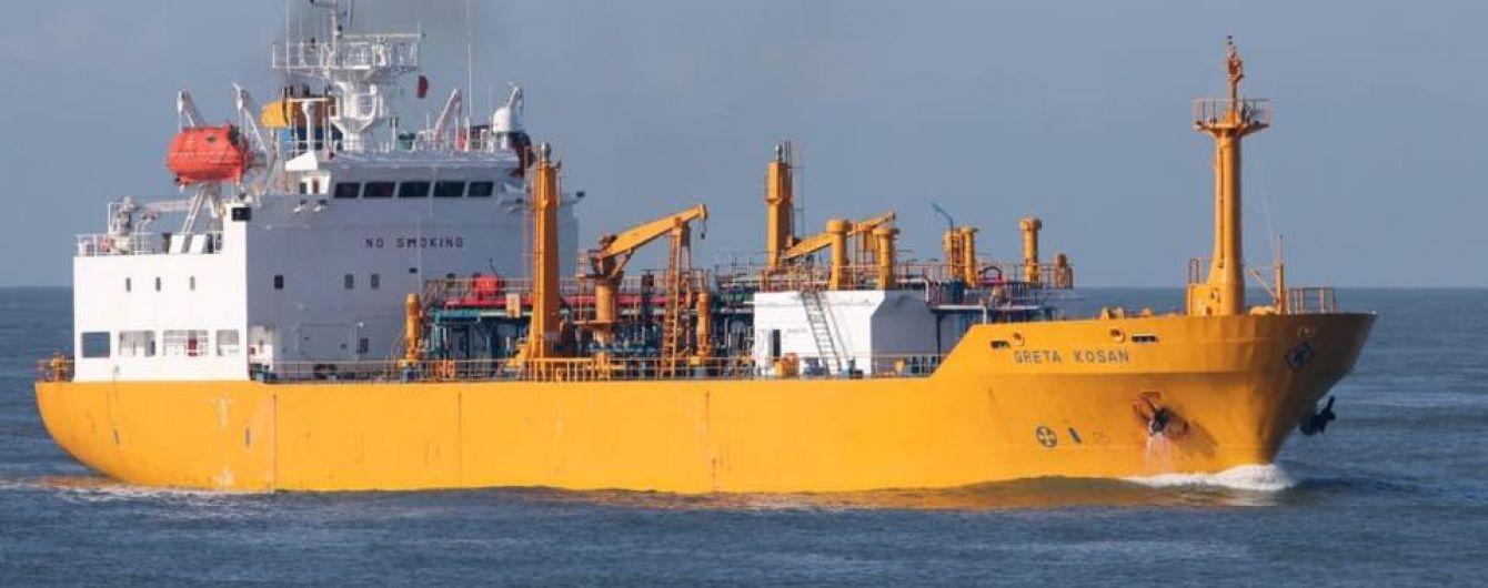 Операция продолжается: вертолет присоединится к поиску пропавших моряков в Черном море
