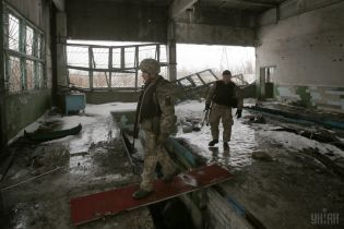 Терористи 5 разів обстрілювали позиції українських захисників, боєць ООС поранений
