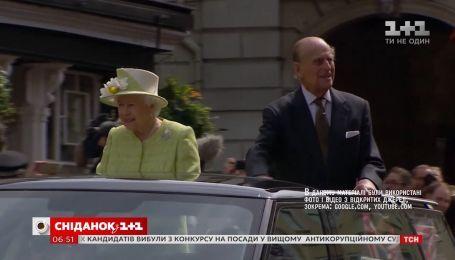 Королева Елизавета II извинилась за аварию, вызванную принцем Филиппом