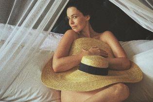 Даша Астафьева засветила грудь в пикантной фотосессии