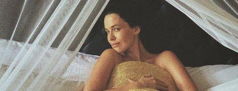 Даша Астаф'єва засвітила груди у пікантній фотосесії