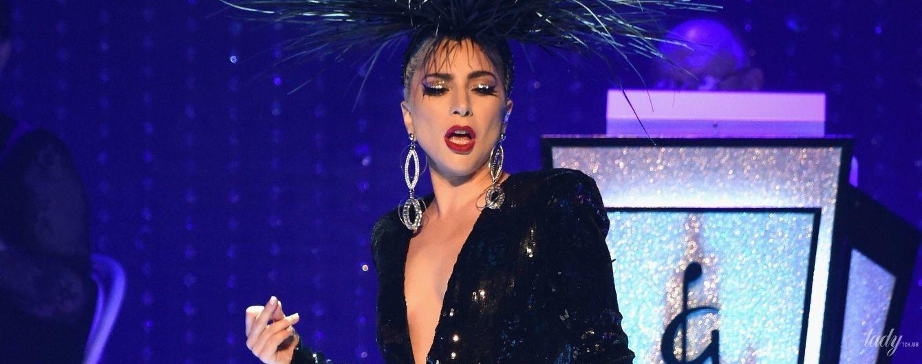 С декольте, без лифчика и в пышном платье: четыре фееричных образа Леди Гаги на концерте в Лас-Вегасе