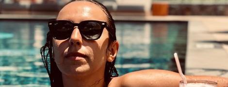 Звезды на отдыхе: Джамала в купальнике релаксирует в бассейне