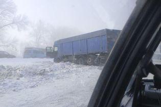 Наслідком снігопадів в Україні стали понад тисяча ДТП