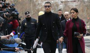 Роналду вернулся в Мадрид на суд и согласился выплатить огромный штраф