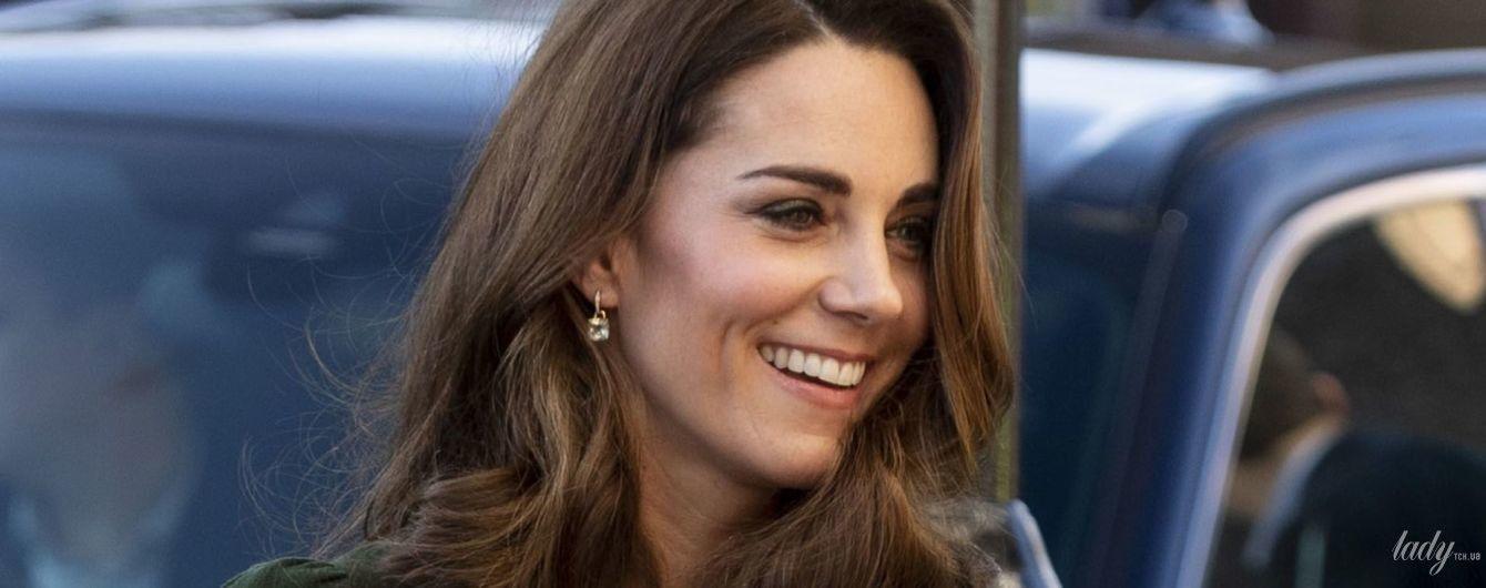 Все стройнее и стройнее: герцогиня Кембриджская в идеальном платье и на каблуках приехала на мероприятие