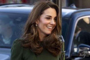 Все стрункішає: герцогиня Кембриджська в ідеальній сукні та на підборах приїхала на захід